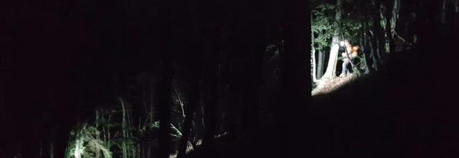 Due ciclisti tedeschi bloccati dagli alberi schiantati: salvati nella notte