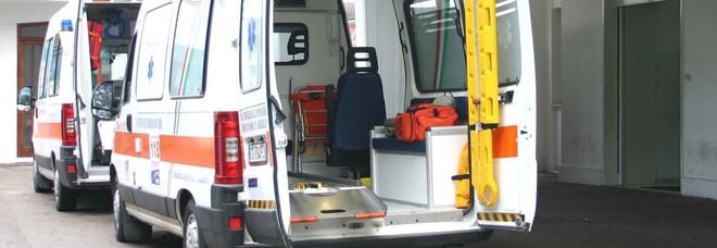 L'ambulanza è in ritardo, picchiata dottoressa del 118
