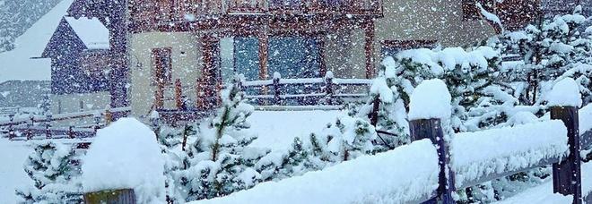 Meteo pazzo: bufera di neve di fine estate, manto bianco di 15 centimetri