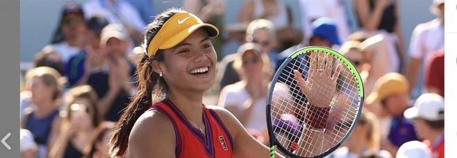 """Emma Raducanu, la """"ragazza modello"""" nuova stella del tennis brilla all'Us Open: ha solo 18 anni"""