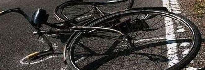 Travolto in bici da uno scooter vicino a casa: muore dopo 2 giorni di agonia