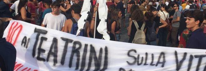 Diciotti, in centinaia a manifestazione contro Salvini per lo sbarco dei migranti