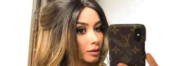 Modella 24enne muore di cancro, lo straziante annuncio del fidanzato