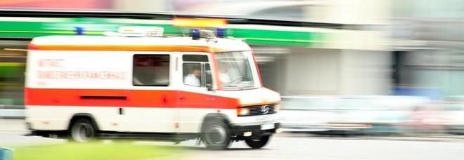 Donna colta da infarto sviene e schiaccia il figlio di quattro mesi, morti entrambi