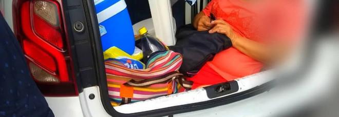 La polizia brasiliana ha fermato un uomo che trasportava la suocera nel bagagliaio dell'auto