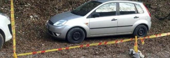 Cacciatori nei boschi per una battuta: trovano il cadavere di un'uomo