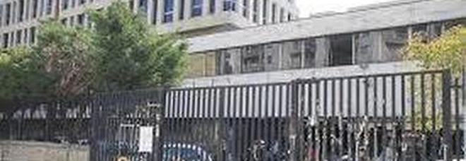 Filma di nascosto sotto le gonne delle donne col cellulare, preso in Tribunale