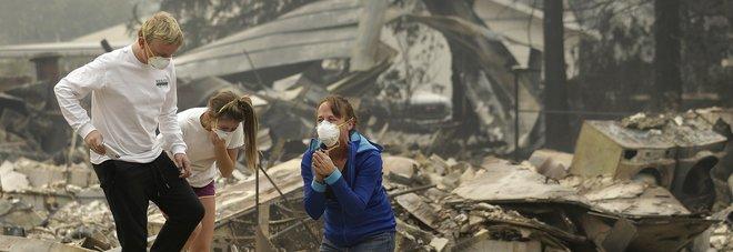 Inferno di fuoco in California, 15 morti e 200 dispersi