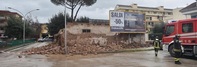 Via Cappuccini a Caserta, crolla edificio: tragedia sfiorata