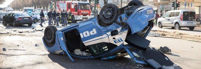 Torino, incidente tra l'auto dei giocatori della Juve primavera e una volante della polizia. Due agenti feriti