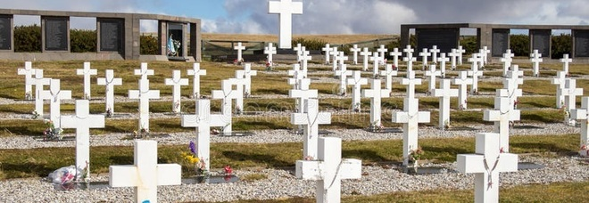 Ciro muore a 4 mesi per un infarto, il corpo trafugato dal cimitero: «Si segue la pista satanica»