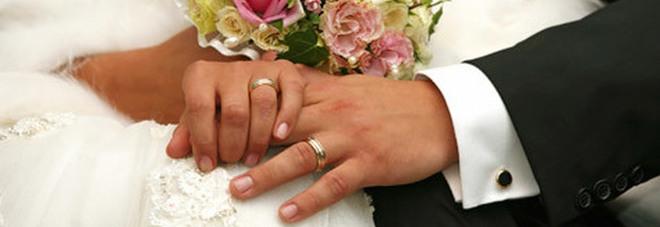Matrimoni con sconosciuti e contratti di lavoro finti per restare in Italia: 72 indagati