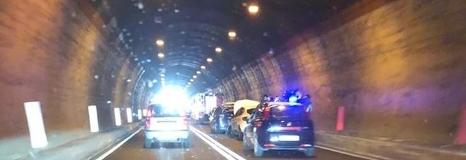 Tamponamento in galleria sulla Adriatica: traffico rallentato e lunghe code
