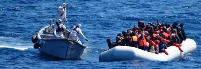 Migranti, il Viminale: nuove regole per non uscire da Triton