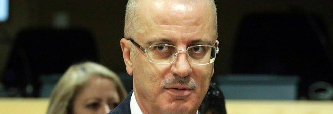 Gaza, bomba e spari contro convoglio del premier palestinese Hamdallah: lui è illeso, sette i feriti