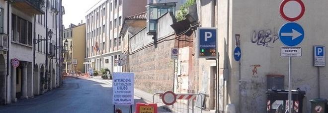 A destra, l'ingresso dell'area di San Biagio, oggi dismessa