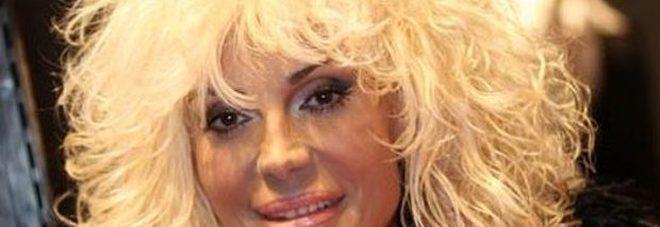 Paura per Donatella Rettore, colpita da choc anafilattico: «Punta da una vespa»