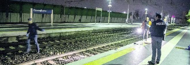 Risucchiata dal treno mentre aspetta  sul binario: 45enne perde il braccio