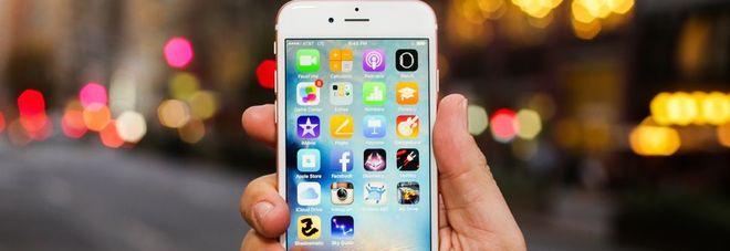 iPhone con batteria rallentata, Apple taglia i prezzi e chiede scusa