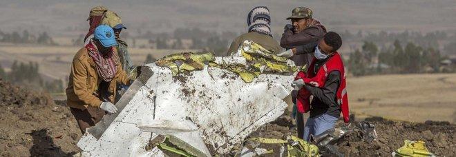 Aereo caduto, l'Europa non ferma i 737 Max. Trovate le scatole nere, Boeing crolla in borsa