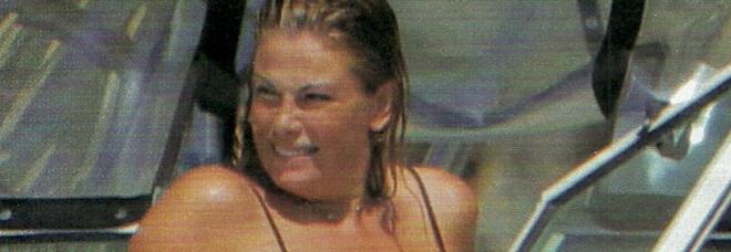 Vanessa Incontrada in barca sull'Isola del Giglio (Chi)