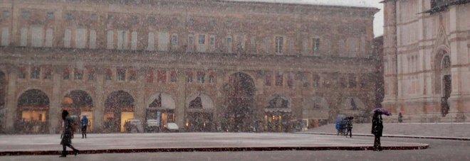 Maltempo in tutta Italia: prima neve in Toscana, Bora a Trieste e forti piogge in Veneto