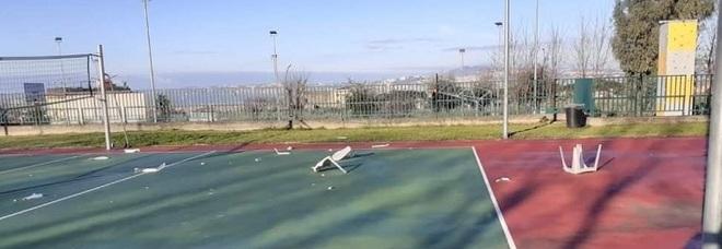 SAN SEBASTIANO AL VESUVIO. Devastato campo sportivo al liceo, furto nella scuola media.