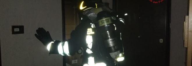 Donna Olimpia, casa in fiamme: anziano portato in salvo dai vigili del fuoco