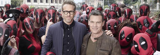 Cinema, arriva Deadpool. Reynolds: «Supereroe idiota disfunzionale, ma uomo della gente»