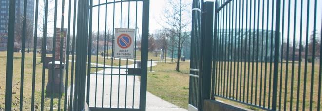 Cancelli chiusi di sera con dentro  i visitatori: «Prigionieri nel parco»