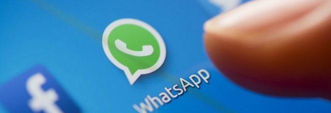 """Non potete ascoltare i messaggi audio? WhatsApp li """"trasforma"""" in testo, ecco come fare"""
