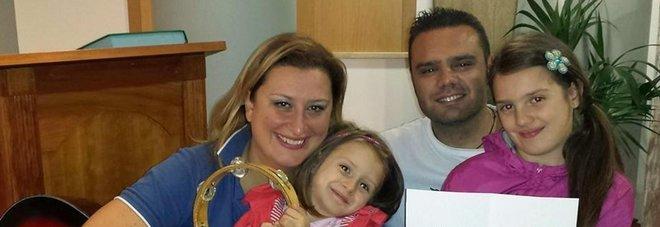 Dopo aver ucciso le figlie ha lasciato busta sul letto con 5mila euro per l'amante