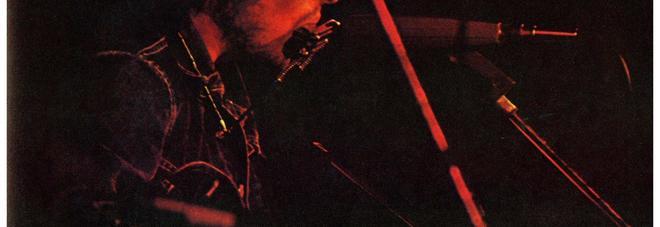 Bob Dylan con la chitarra venduta all'asta