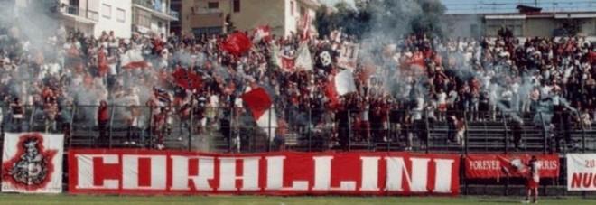 Assalirono bus dei supporter Turris: Daspo per due tifosi del Cerignola