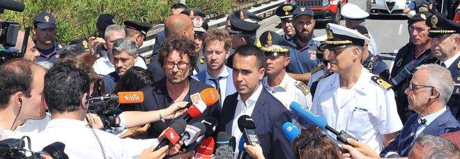 Negozi chiusi di domenica, Di Maio chiarisce: «Uno su quattro resterà aperto»