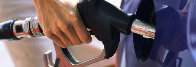 Benzina, effetto coronavirus: maxi-calo dei prezzi nei prossimi giorni
