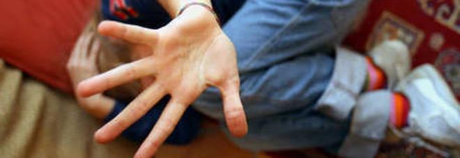 Dottoressa abusa di bimbo di 9 anni: le era stato affidato dai genitori