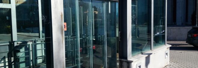 Imprenditore stroncato da malore mentre aspetta l'ascensore