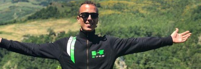 Muore sulla moto a 24 anni, lo strazio del padre: «Lo aspettavamo per cena»