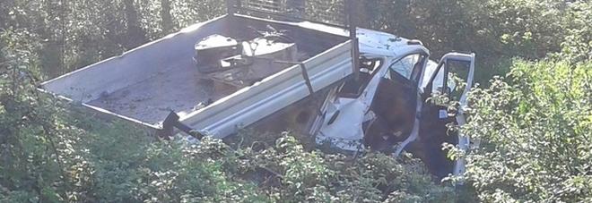 Il camion uscito fuoristrda