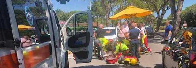 Attraversa sulle strisce: bimba di 7 anni sbalzata in aria da un'auto