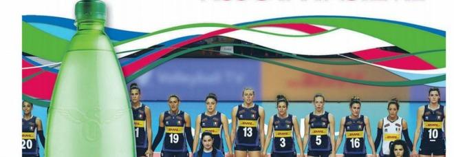 L'acqua Uliveto ringrazia le azzurre del volley ma copre le ragazze di colore: scoppia la polemica