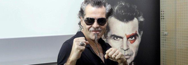 """Pelù sale sul ring: «Mi girano ancora le balle. Do i miei pugni e li ricevo». Dopo Sanremo presenta il nuovo album """"Pugili fragili"""""""