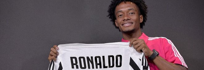Cuadrado cede la 7 a Cristiano Ronaldo e lancia un referendum per il nuovo numero di maglia