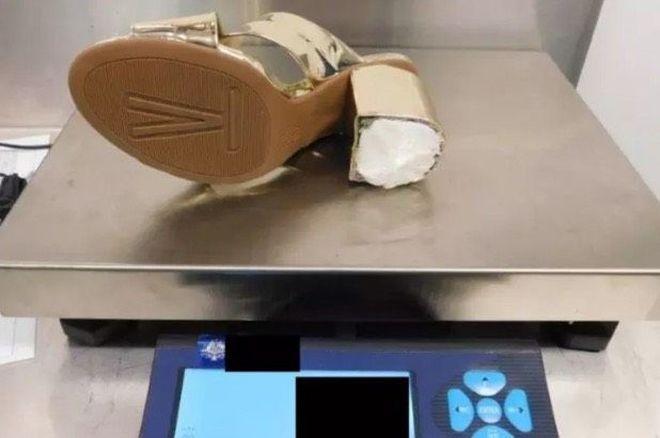 Suor Cocaina, droga nascosta nei tacchi delle scarpe scoperta all'aeroporto
