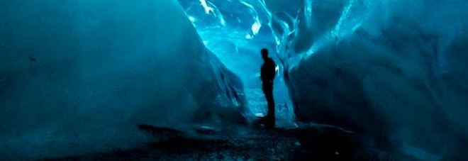 La Crystal Cave in Islanda: viaggio nelle viscere di un ghiacciaio