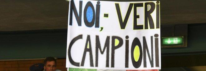 «Sapete solo rubare», il San Paolo risponde ai cori dello Stadium