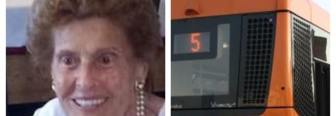 Carrara, multata e fatta scendere dal bus a 90 anni per un abbonamento scaduto: «Mi sono sentita umiliata»