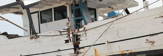 Porto San Giorgio, collisione tra due vongolare in mare