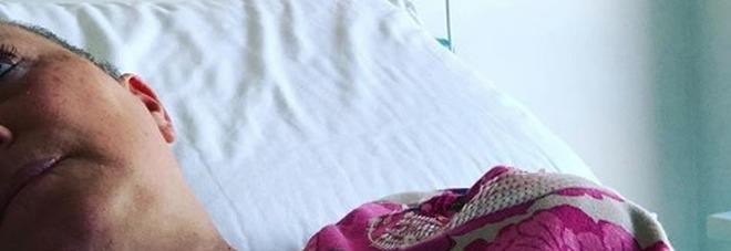 Carolyn Smith in ospedale: «In attesa dell'operazione». Poi però torna a casa: «Tutto rinviato, la macchina si è rotta»